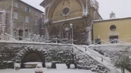 Neve in paese
