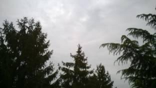 nuvoloso con pioggerella