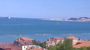 al largo del porto di ancona