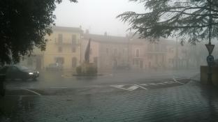 nebbia con pioggia