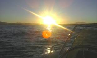 tramonto in mezzo al mare