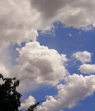 Pioggerellina e nuvole sparse