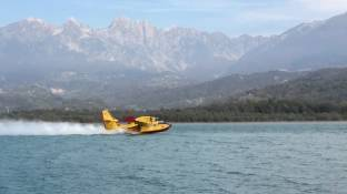Canadair in lago s. croce belluno