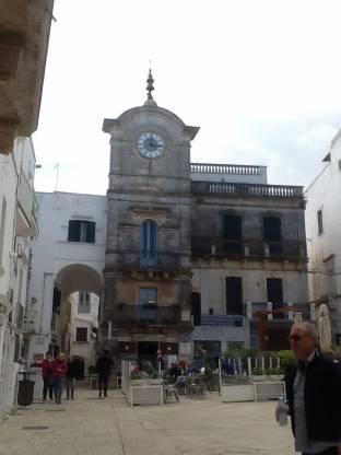 Piazza vittorio emanuele a cisternino