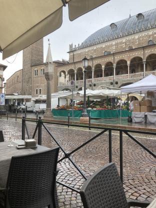 Pioggia nelle piazze