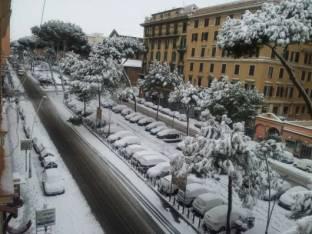 METEO ROMA: pioggia domenica ma NEVE nella notte su lunedì, FREDDO