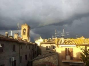 Meteo Perugia: piogge domenica, qualche possibile rovescio lunedì, bel tempo martedì