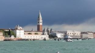 Meteo Venezia: molte nubi sabato, nebbie domenica, qualche possibile rovescio lunedì