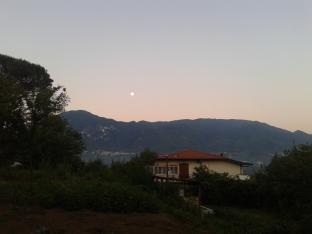 Luna su Montevergine all'alba