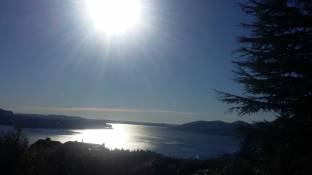 Sole riflesso sul lago