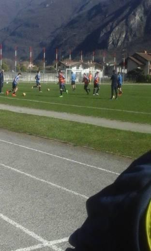 avio calcio in allenamento prima della partita