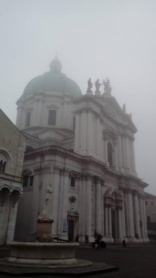 Nebbia in Piazza Duomo