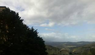 Nuvoloso con raffiche di vento