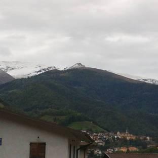Bovegno e prima neve sopra i suoi monti