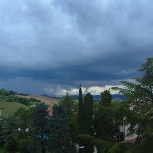 Arriva un temporale a monte san pietrangeli