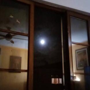 Luna alla finestra