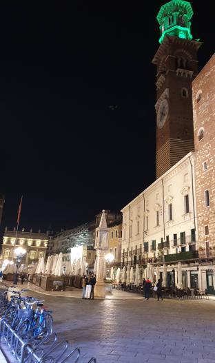 Piazza delle erbe alle sette di sera