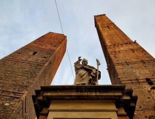 Bologna san petronio e le due torri