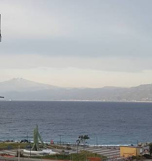 Stretto di messina con vista etna