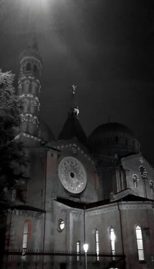 Il santo di notte
