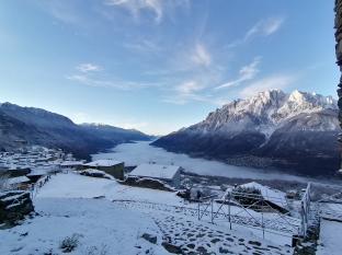 Panoramica da con neve