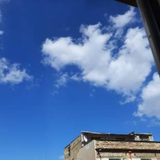 Giornata fresca e cielo quasi sereno.