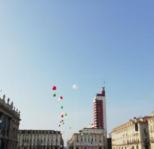 Sereno con palloncini tricolore