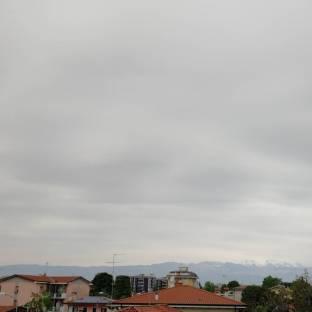 Nuvole estese senza precipitazioni