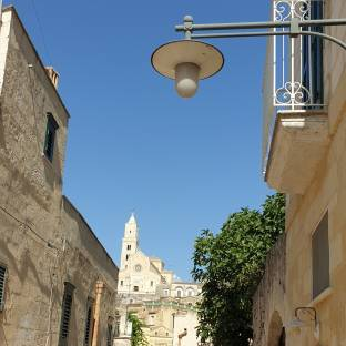 Matera cattedrale vista da i sassi