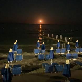 Alba di luna spiaggia