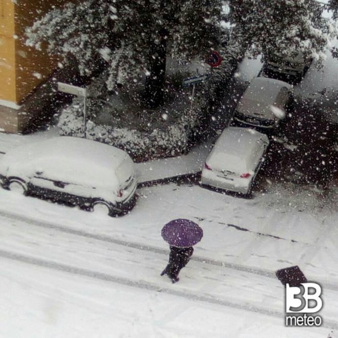 Scuole chiuse a Napoli per avverse condizioni meteo, ritorna la neve