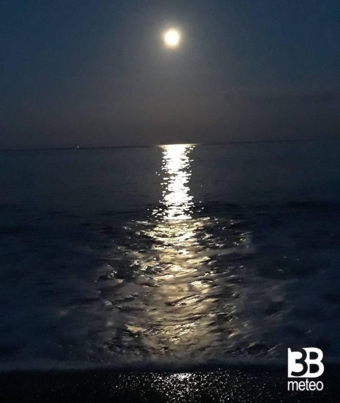 Riflesso Chiaro Di Luna Sul Mare Foto Gallery 3b Meteo