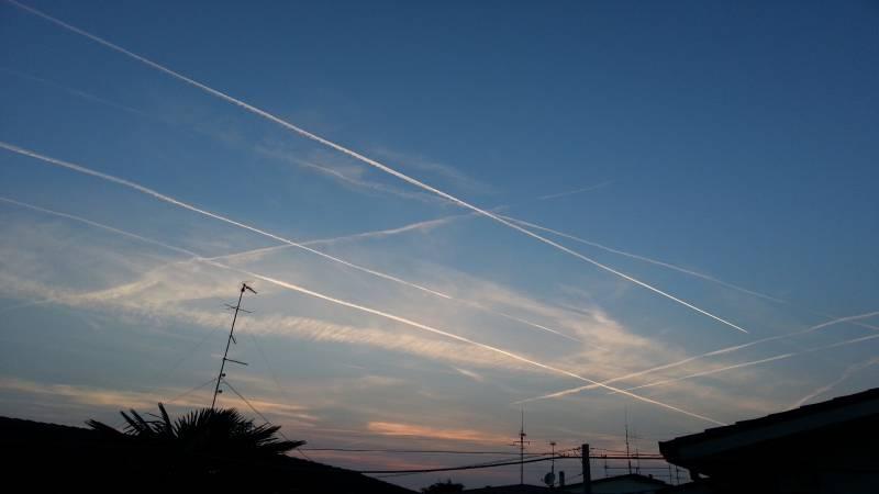 tramonto a Rovigo e scie nel cielo