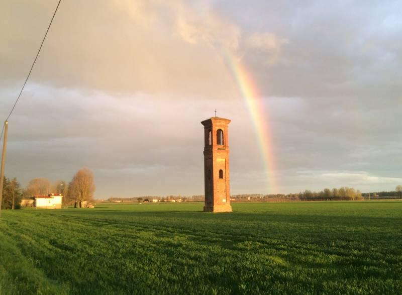 Il campanile e l'arcobaleno