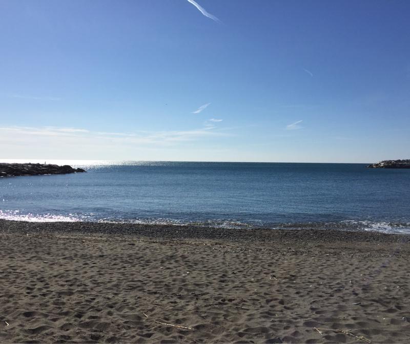 Spiaggia fronte porto