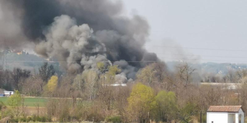 Asti - vasto incendio in localita' rilate