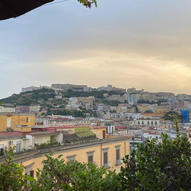 Crepuscolo al centro storico di Napoli
