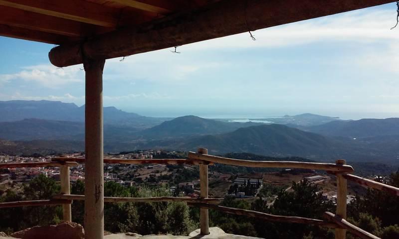 una panoramica dalla postazione antincendioMontes de sa furca