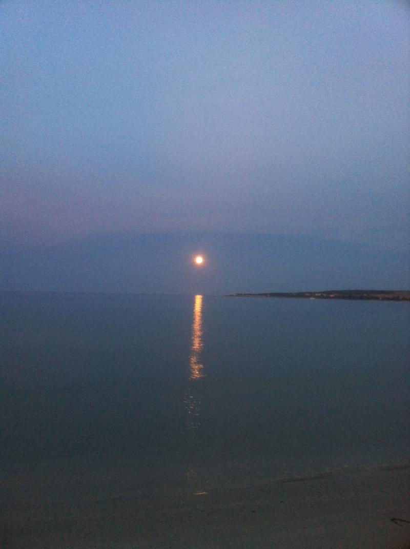 Superluna di settembre al tramonto