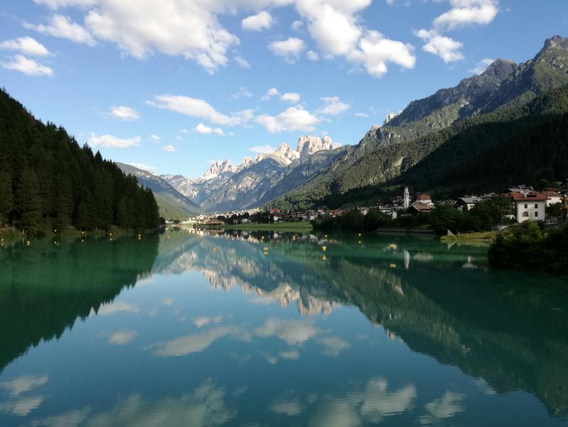 Auronzo si specchia nel suo lago