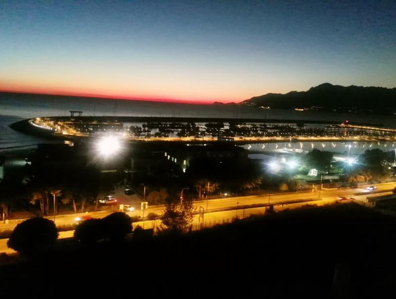 Vista salerno su porto marina d'arechi