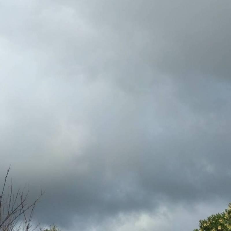 Con sole e nuvole e pioggia