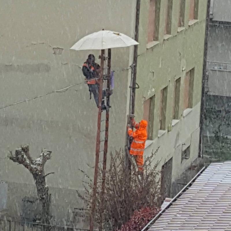 Si lavora sotto la neve per la comunita'