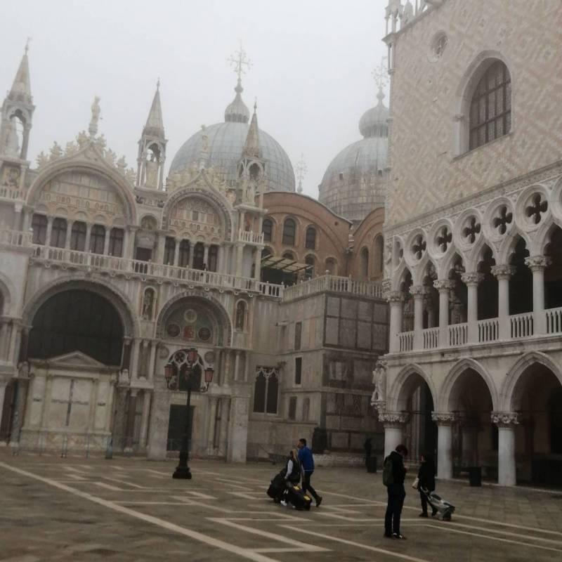 Nebbia romantica in piazza san marco