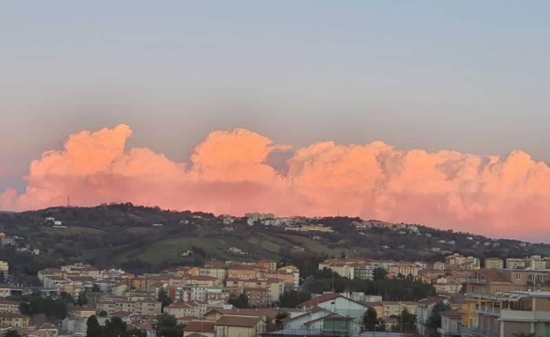 Nubi cumuliformi sopra l adriatico