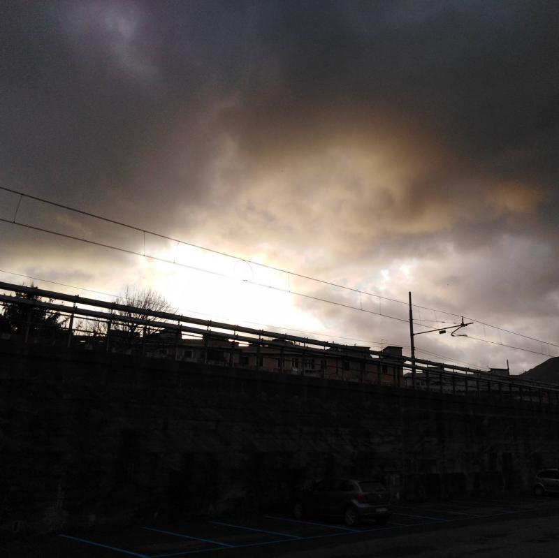 Nuvole al tramonto a Genova rivarolo