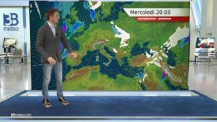 Nubi irregolari, specie sulle Tirreniche, con pioviggini tra Liguria e Toscana...