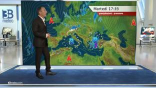 Qualche piovasco su Liguria, Puglia e Nord Sicilia; sole prevalente altrove...