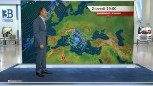 Nuvoloso con piogge e temporali su medio Adriatico e al Sud; più stabile altrov...