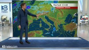 Giornata uggiosa al Nord, deboli piogge sulla Liguria. Schiarite al Centro-Sud...